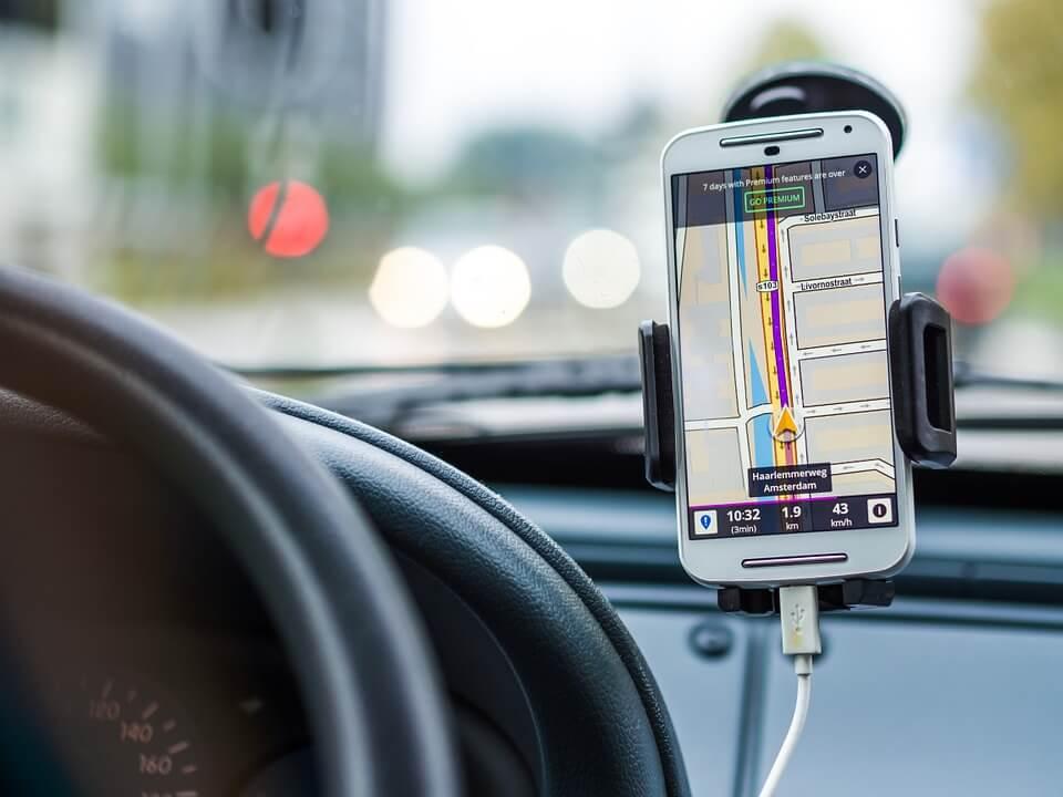 Nawigacja czy smartfon? Co wybrać?