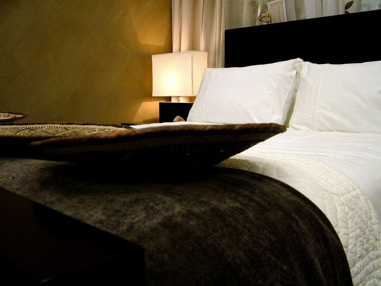 Łóżko tapicerowane 160×200 – czy większe?