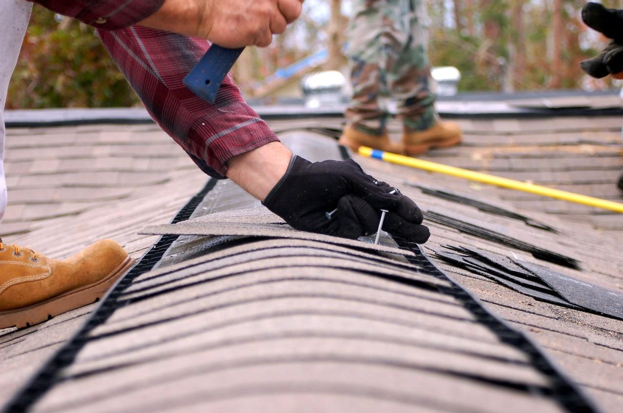 Miejscowy remont dachu – jak ocenić koszty?