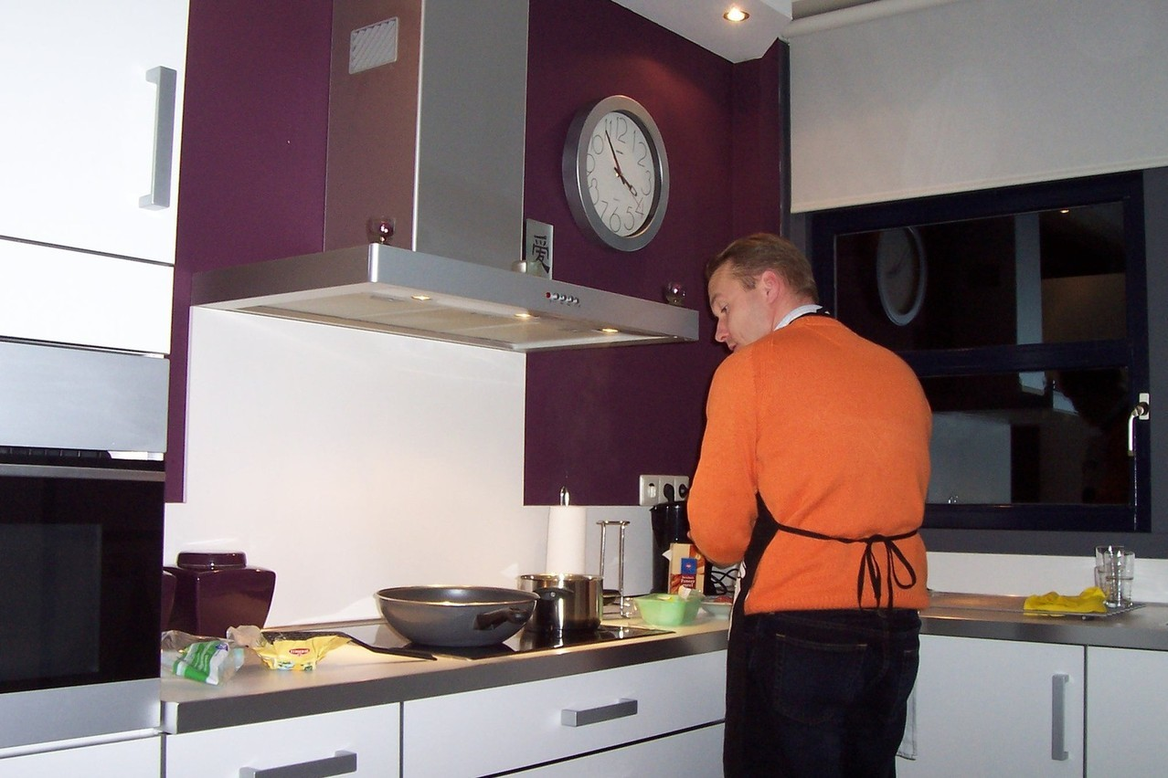 Okap kuchenny – jak usuwać brzydki zapach z kuchni