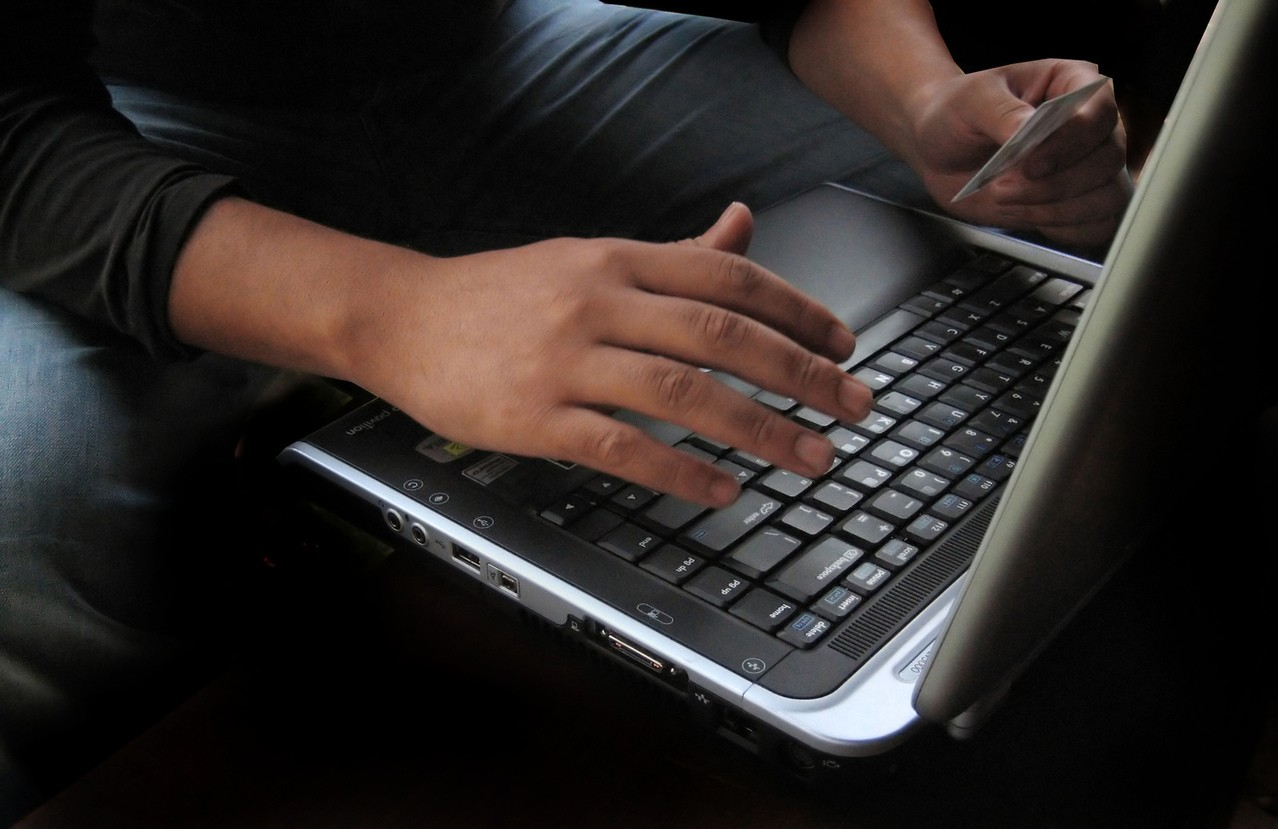 Ergonomia pracy przy komputerze – na stojąco czy siedząco?