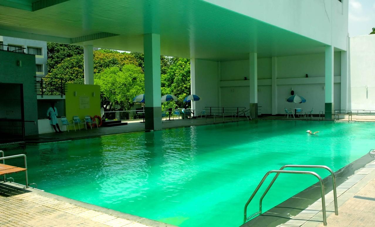 Zadaszenie basenowe – w jaki sposób zadaszyć przydomowy basen?